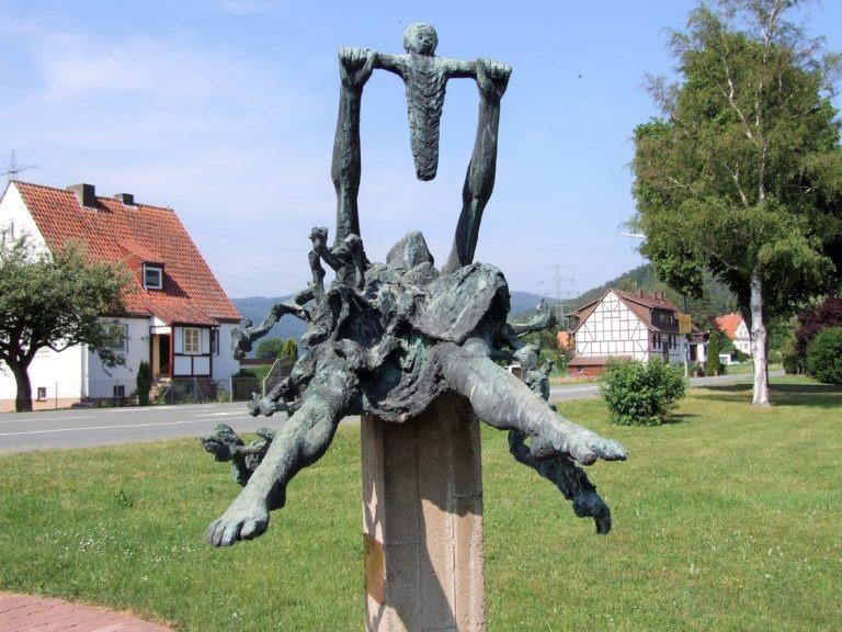 Das Mahnmal zum Frieden des Schweizer Bildhauers Arnold d'Altri. (Foto: Uli Klein)