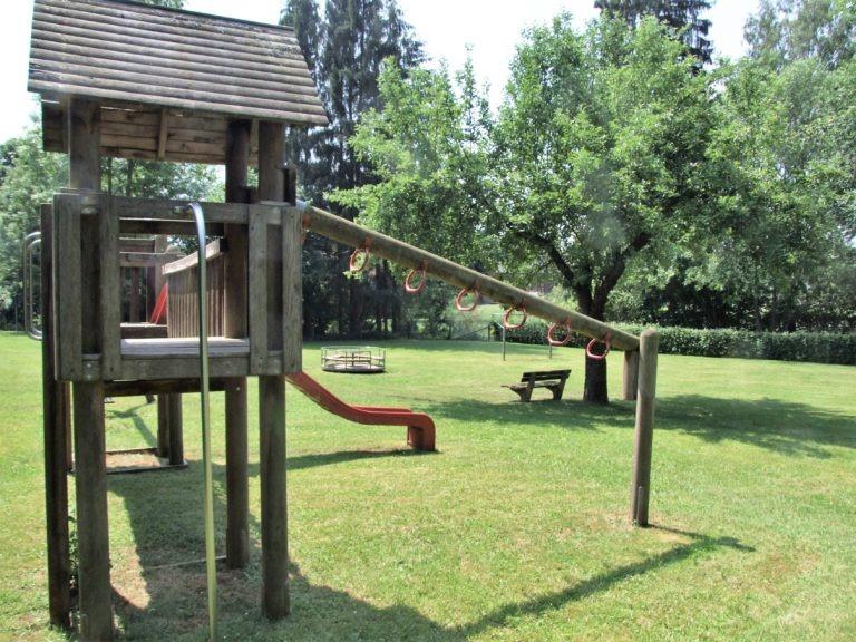 Bolz- und Spielplatz hinter dem Dorfgemeinschaftshaus. (Foto: Uli Klein)