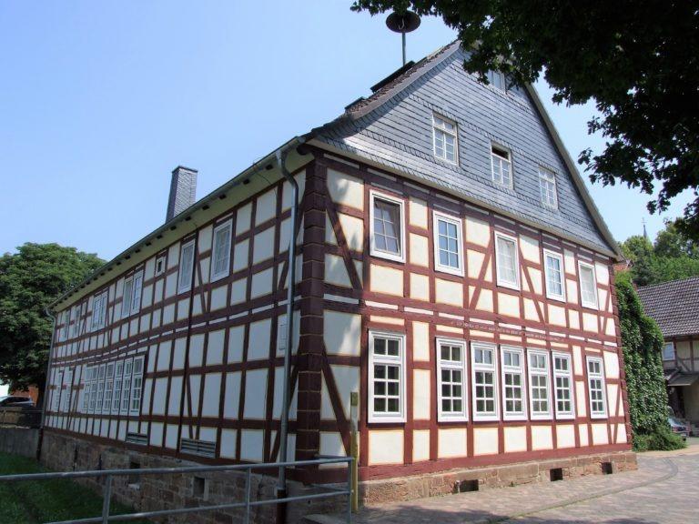 Früher eine Schule, heute das Dorfgemeinschaftshaus. (Foto: Uli KLein)