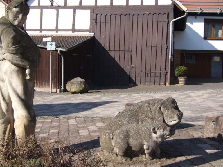 Die Schweinehirte-Skulptur. (Foto: Uli Klein)