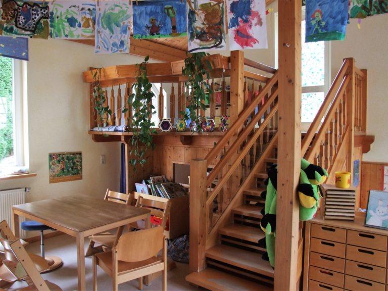 Die Bauecke oben wird von kleinen Baumeistern und Baumeisterinnen genutzt, unten drunter befindet sich die Puppenecke. (Foto: Uli Klein)