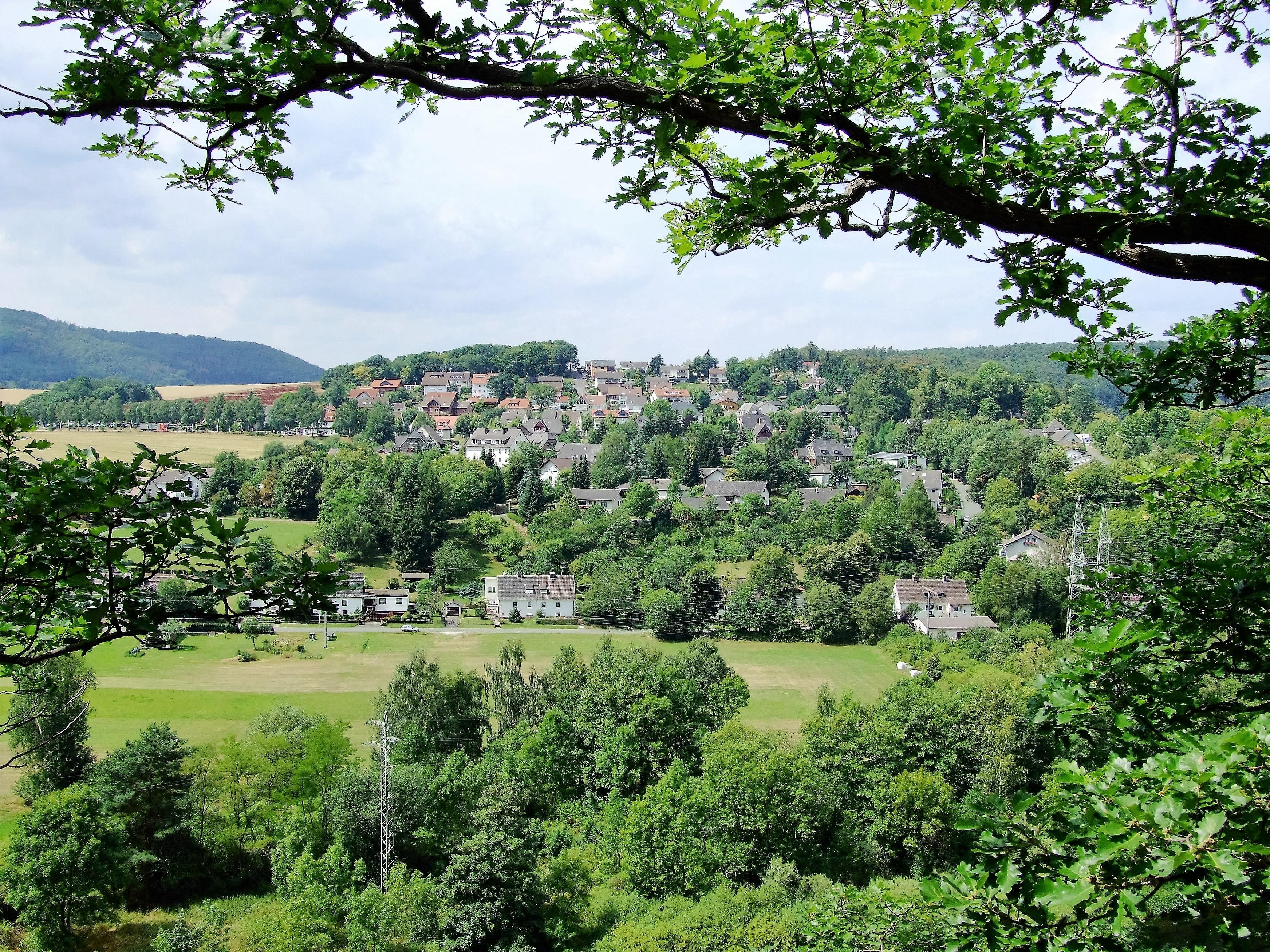 Blick von der Edersee-Randstraße auf das Dorf Edersee. (Foto: Uli Klein)