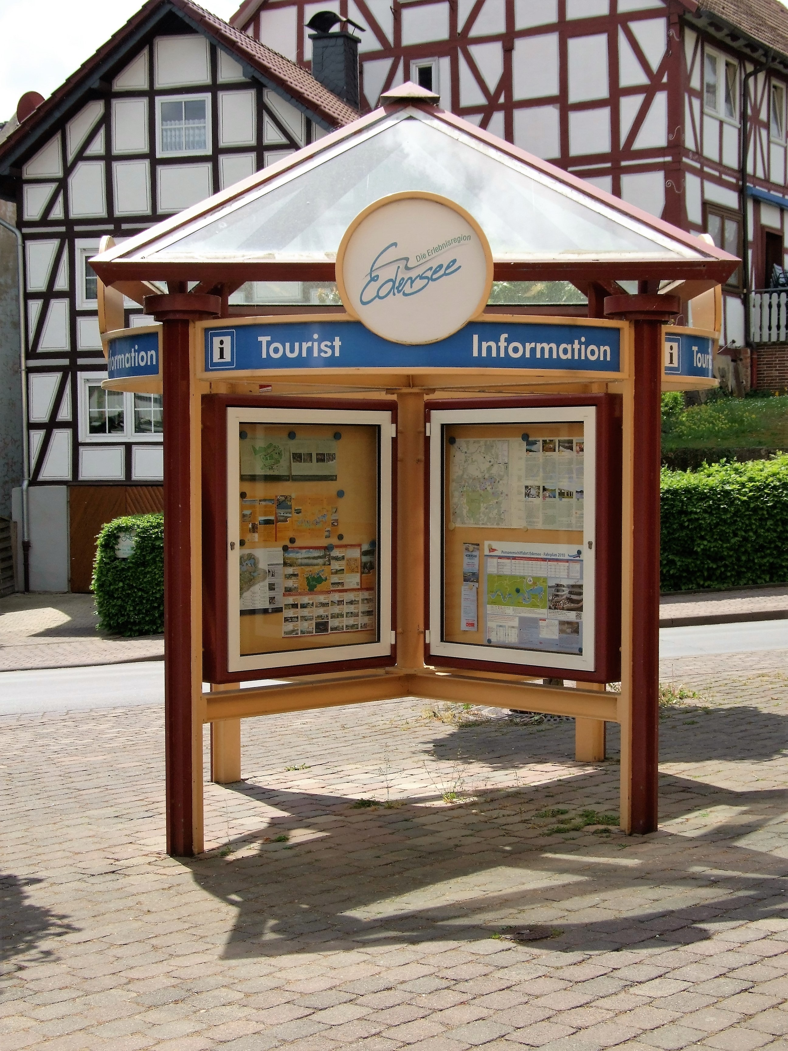 Informationen für Gäste und Einheimische in der Ortsmitte von Hemfurth. (Foto: Uli Klein)