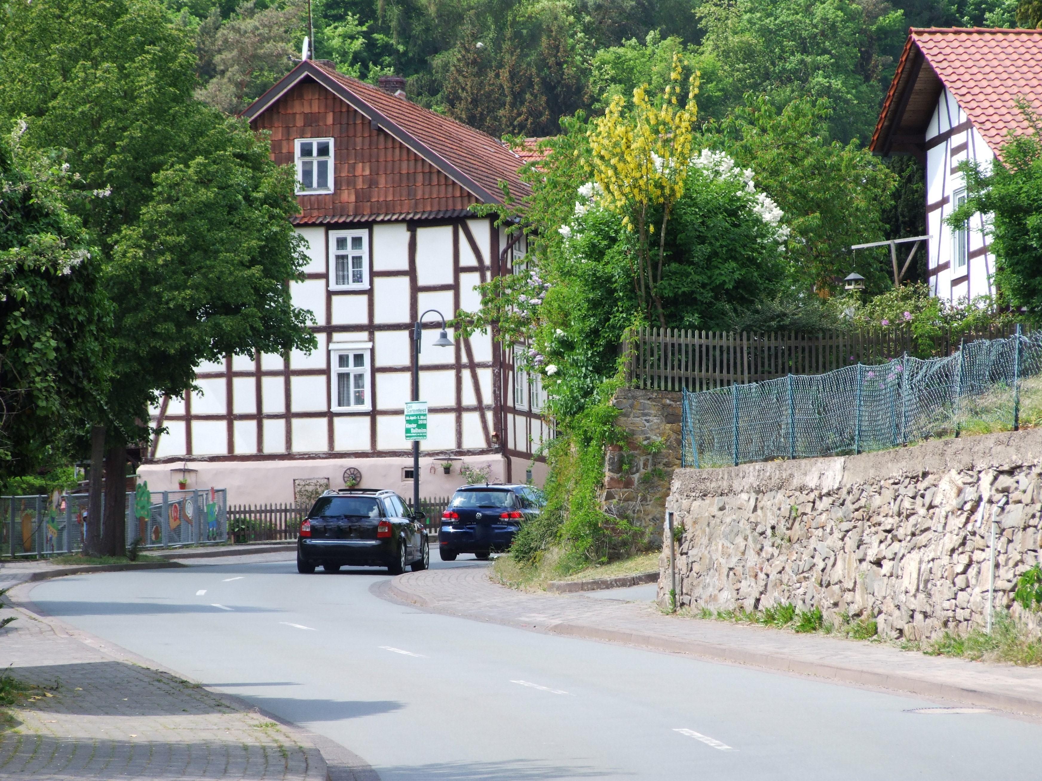 Die Ortsdurchfahrt von Hemfurth in Richtung Rehbach/Bringhausen. (Foto: Uli Klein)