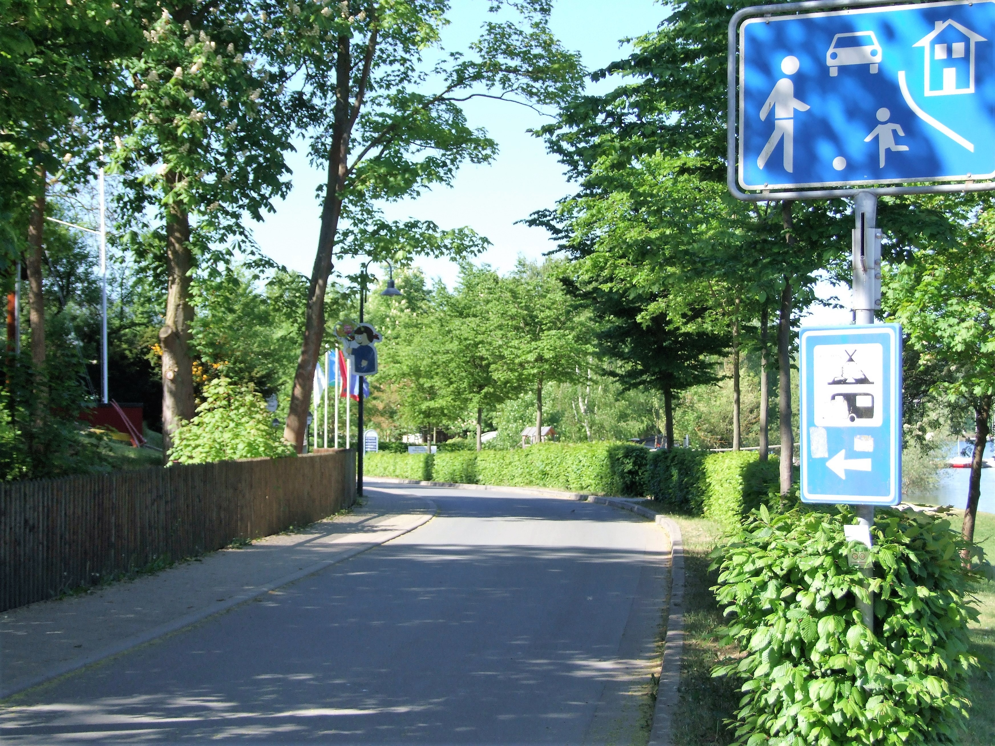 Die Zufahrt zum Yachthafen am Badestrand in Rehbach. (Foto: Uli Klein)