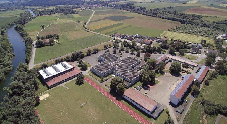 Das Schulzentrum mit angeschlossenen Klein-und Großsporthallen sowie Freiluftsportanlagen. (Foto: 3H-Media-Works)